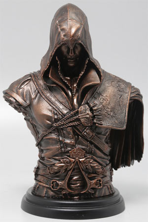 immagini ezio auditore busto ezio auditore bronzo assassin ...