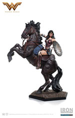Figure - Wonder Woman A Cavallo